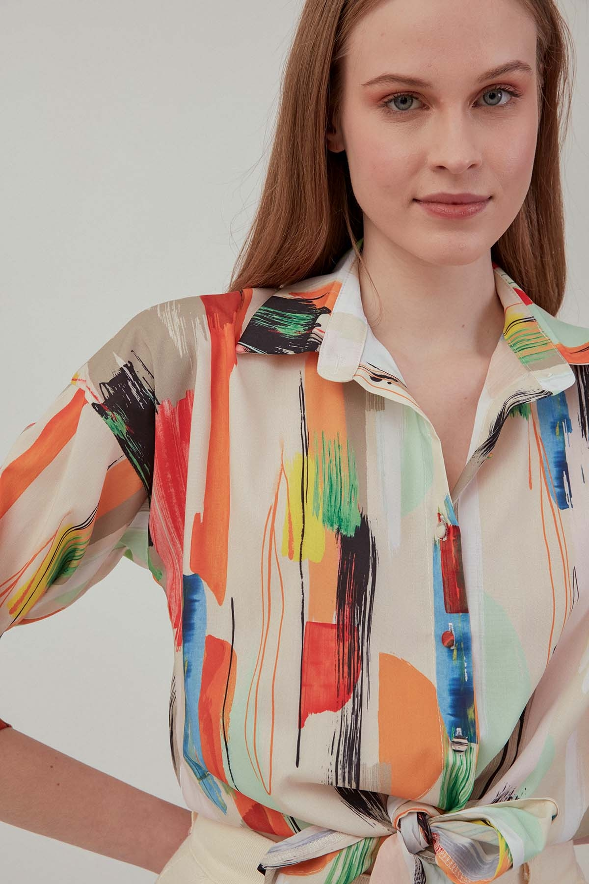 Renkli Desenli Önden Bağlamalı Bluz - Thumbnail